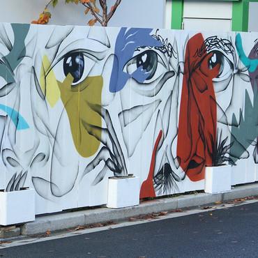 Fresque street art par Djamel Oulkadi et Arnaud Kool sur la palissade du chantier d'Emerige pour le programme 5 Mail Cousteau à Massy